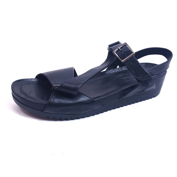 Munro American Black Leather Sandals Size 7.5